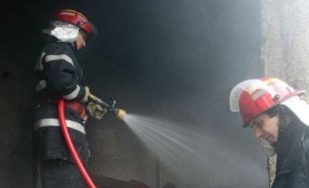 Incendiu puternic la o pensiune din Drobeta Turnu Severin. Flăcările au atins 15 metri