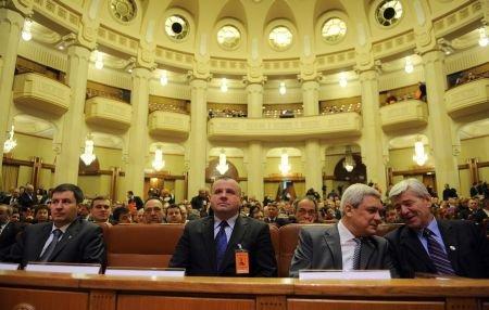 Emil Boc şi-a angajat răspunderea pe Codul Muncii: Opoziţia depune moţiune de cenzură