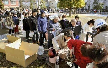 Japonezii au cerut ajutor internaţional. Peste 50 de state vor trimite echipe de salvare