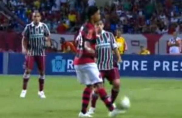 Ronaldinho reuşeşte o preluare incredibilă la meciul Flamengo - Fluminense
