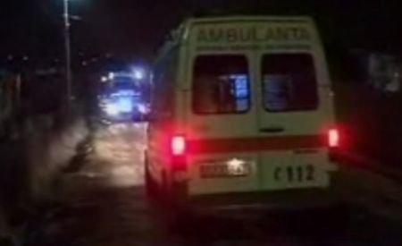 Dej: O ambulanţă a rămas blocată în noroi. Pacientul a ajuns la spital cu o maşină privată