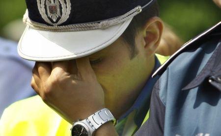 Cum iau şpagă poliţiştii: Un om al legii, filmat în timp ce primea mită
