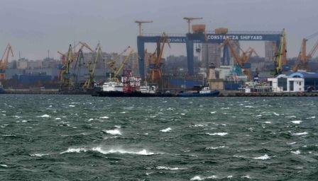Razii în Portul Constanţa: Sunt verificate documentele vamale şi sistemele de depozitare