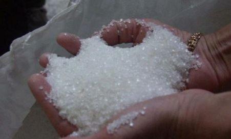 Sute de oameni s-au călcat în picioare pentru a cumpăra zahăr la 2,5 lei kilogramul