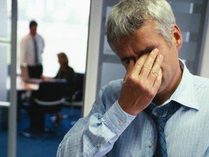 77% dintre români sunt stresaţi din cauza datoriilor la bănci, acelaşi procent nu economiseşte niciun ban