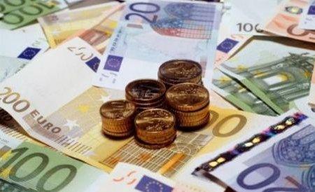 Se micşorează ratele pentru cei care au credite în euro