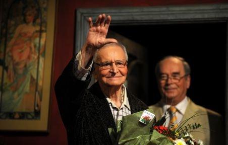 De Ziua Mondială a Teatrului, Radu Beligan a primit o stea pe Walk of Fame şi cheile Bucureştiului