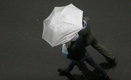 Ninsoare în nordul României. Vremea se răceşte în toată ţara