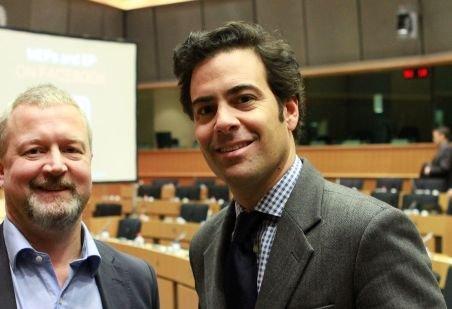 Scandalul euroşpăgii continuă. Un europarlamentar spaniol a fost filmat când accepta mită