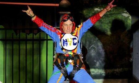 Primarul din New York a dat în mintea lui Spiderman: S-a îmbrăcat în costum mulat