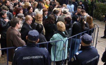 Profesorii din Botoşani şi Suceava protestează în faţa Ministerului Educaţiei