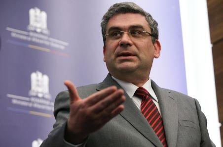 Baconschi: Prezumtivul ministru de Externe post-Gaddafi a făcut doctoratul în România