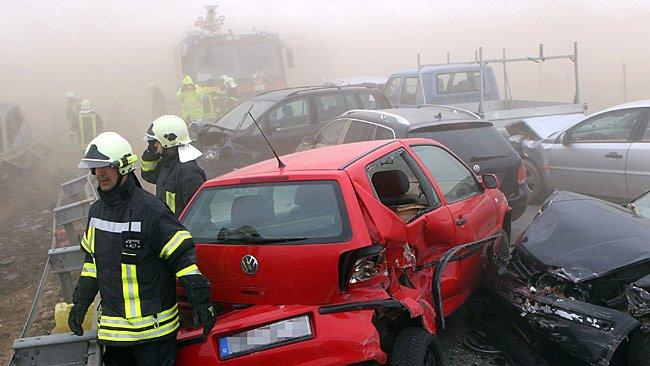 Accident groaznic în Germania: 80 de maşini avariate, opt morţi şi 40 de răniţi