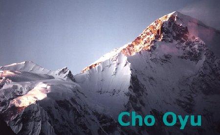 Patru alpinişti români vor să cucerească al şaselea vârf ca înălţime din lume