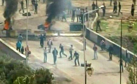 Siria - Imagini şocante. Oameni bătuţi cu brutalitate şi târâţi pe stradă de forţele de ordine