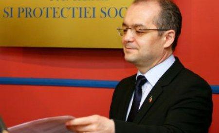 Premierul Emil Boc a plantat copaci în judeţul Bacău