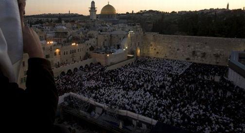 Peste 200.000 de pelerini au participat la o veghe în memoria Papei Ioan Paul al II-lea