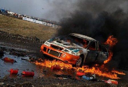 O maşină de curse din SUA e explodat în timpul competiţiei