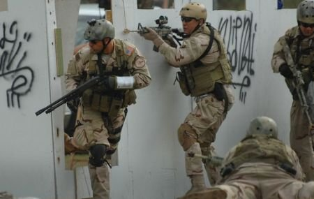 Osama bin Laden s-a ascuns de militarii americani în spatele unei femei. Informaţii noi din timpul capturării