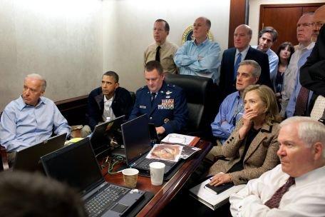Barack Obama a urmărit operaţiunea de eliminare a lui bin Laden cu chipsuri şi suc