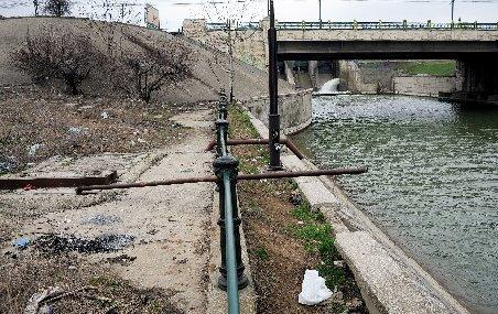 Cadavrul unui bărbat, găsit într-un canal de irigare din Târgovişte
