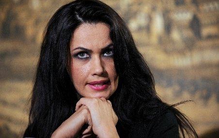 Oana Zăvoranu s-a dat în spectacol la secţia de poliţie şi a promis dezvăluiri despre Pepe