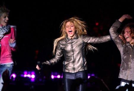 Shakira a cântat pentru peste 20.000 de fani uzi leoarcă