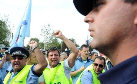 Poliţiştii protestează marţi faţă de disponibilizările anunţate de MAI
