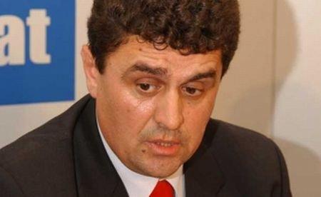 Prefectul de Teleorman, Teodor Niţulescu, îşi foloseşte funcţia ca să obţină concesiuni de la primării