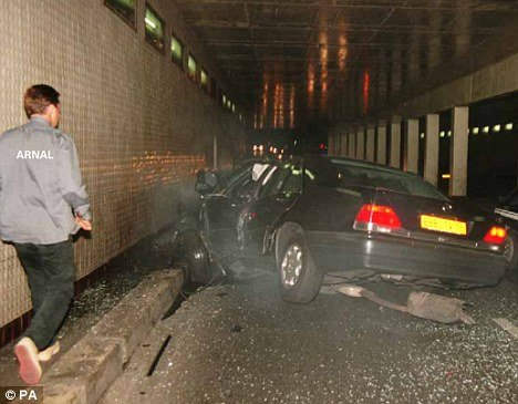 O imagine şocantă cu prinţesa Diana după accidentul în care a murit va fi făcută publică