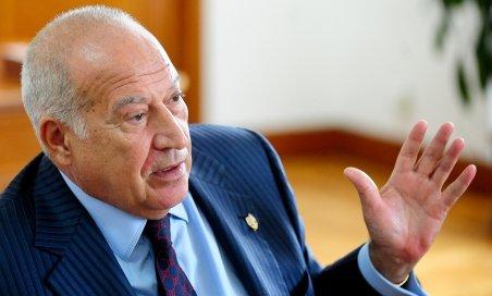 Dan Voiculescu îi cere lui Boc şi lui Băsescu să solicite fonduri UE pentru disponibilizaţi