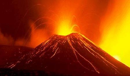 Panică în Italia, în urma erupţiei vulcanului Etna