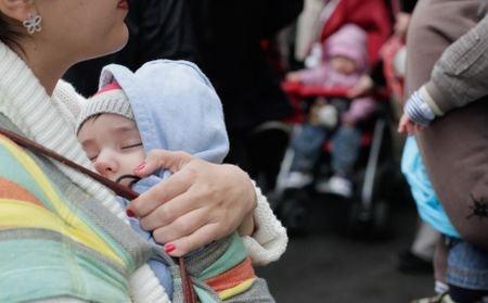 Tânăra găsită spânzurată lângă bebeluşul său mort suferea de o depresie postnatală