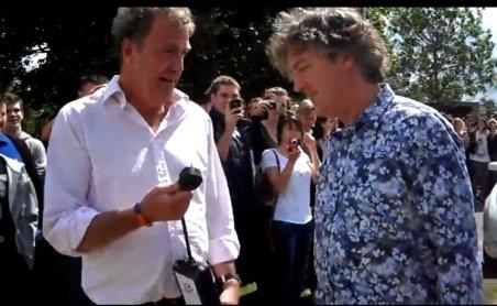 Jeremy Clarkson şi James May au împins o maşină electrică pe care o testau pentru Top Gear