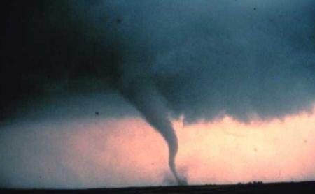 Loc de joacă din SUA, distrus de o tornadă