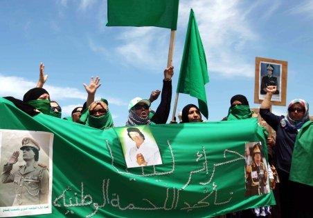 Rusia cere trimişilor lui Gaddafi la Moscova să oprească focul asupra populaţiei