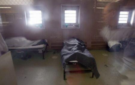 Poliţiştii se tem că şeful FMI s-ar putea sinucide: Strauss-Kahn, pus sub supraveghere în închisoare