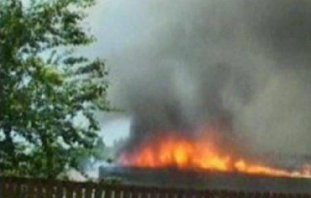 Incendiu puternic la o fabrică de mobilă din Bistriţa. Pagubele se ridică la zeci de milioane de lei