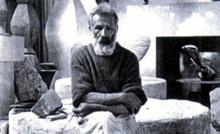 Gorj. Un poet va merge pe jos la Paris pentru a repatria osemintele lui Constantin Brâncuşi