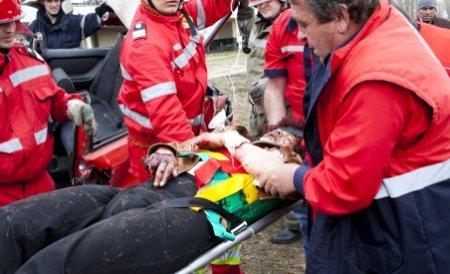 Grav accident în Vrancea: Un mort şi şapte răniţi, cozi de maşini pe 2 km