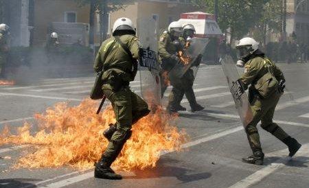 Grecia. Autorităţile discută despre noi măsuri de austeritate şi înăsprirea celor existente