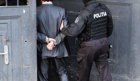 Peste 40 de persoane au primit mandate de reţinere în dosarul de contrabandă din Portul Constanţa