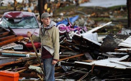 Tornadele fac ravagii în SUA: 116 persoane au murit şi 1.100 au fost rănite