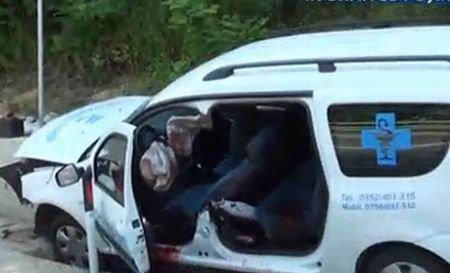 Ambulanţă implicată într-un accident grav: Doi morţi şi doi răniţi. Imagini de la locul tragediei