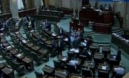 Lucrările din plenul Senatului suspendate, după ce opoziţia s-a retras