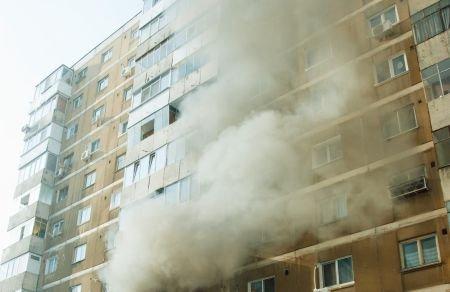 O pensionară şi-a dat foc la apartament pentru că nu mai putea să plătească întreţinerea
