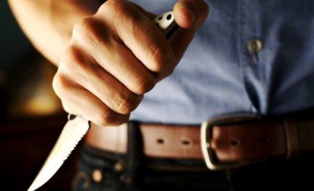 Zeci de poliţişti, pe urmele unui criminal. Bărbatul şi-a înjunghiat amanta şi l-a ucis pe soţul ei