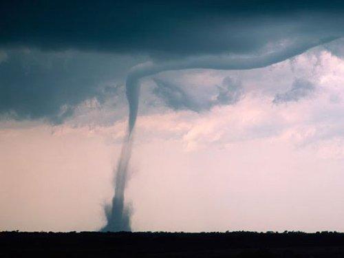 Spectaculos. O tornadă s-a format în mijlocul apei, în apropiere de coastele Australiei