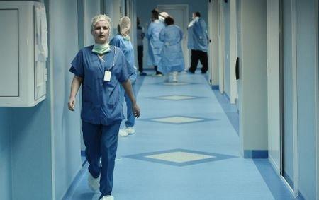 Febra, hemoragia şi tensiunea anormală te bagă în spital. Vezi noile criterii de internare propuse de CNAS