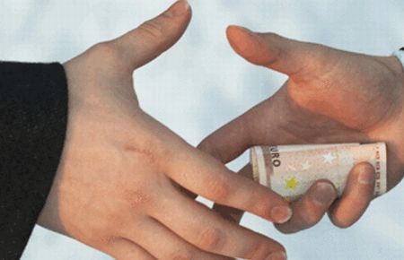 Studiu al Băncii Mondiale: Românii le-au dat medicilor şpagă de 300 de milioane de euro